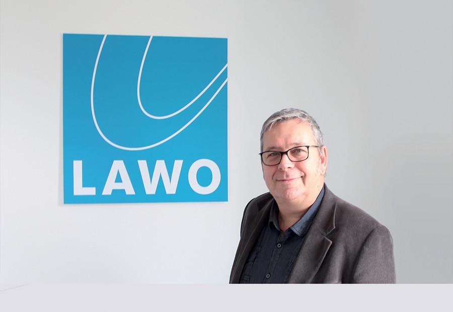 TIMOR TAMAS ARRIVE CHEZ LAWO